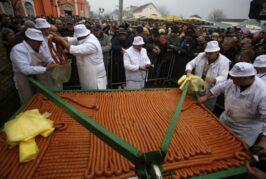 Turijci prave kobasicu dugu 2.037 metara i obaraju sopstveni svetski rekord